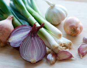 I 16 motivi per consumare aglio, cipolla e porro