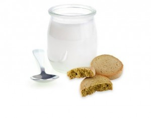 Bicchierini di yogurt con biscotti al tè verde