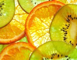 Centrifugato con arance, mela, kiwi e zenzero
