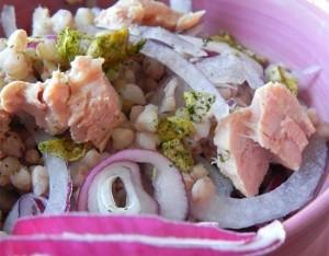 Insalata d'orzo con tonno, cipolla di Tropea e pistacchi