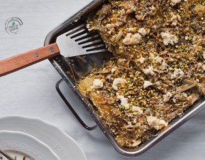 Lasagna cacio e pepe ai carciofi con granella di pistacchi