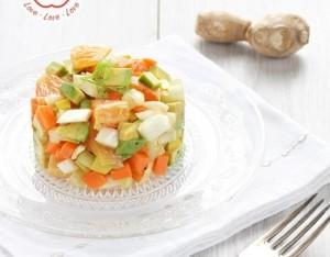 Macedonia esotica di frutta e verdura allo zenzero