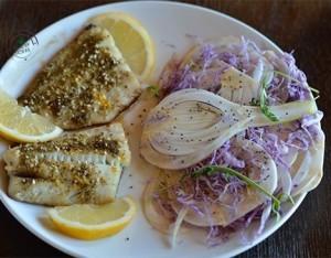 Filetti di merluzzo con insalatina di finocchi, cavolo viola e semi di chia