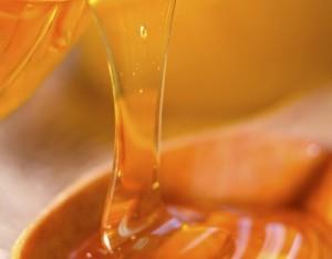 Il miele, alleato della pelle