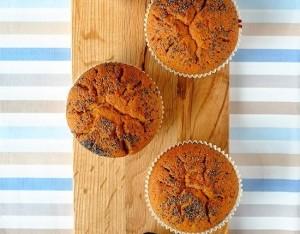 Muffin integrali ripieni di composta di frutti di bosco
