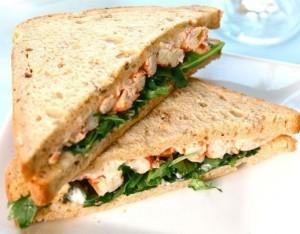 Sandwich con pesto  di rucola e gamberi