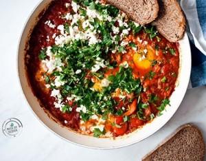 Uova al pomodoro mediorientali