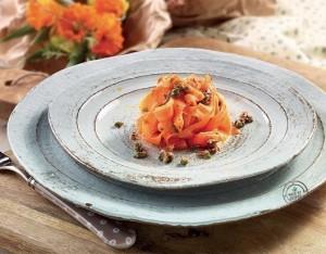 Tagliatelle di carote piccanti con alici e capperi