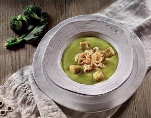Vellutata di broccoli e cavolfiori con tagliatelle di calamaro
