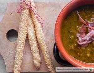 Zuppa ai cereali con zucca, porcini e speck croccante