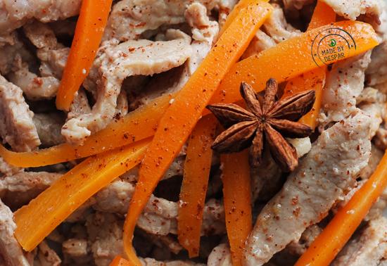 Straccetti di vitello marinati all'arancia, anice stellato e carote