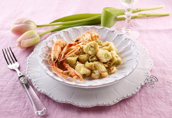 Gnocchetti di asparagi e patate con ragù di scampi al lime
