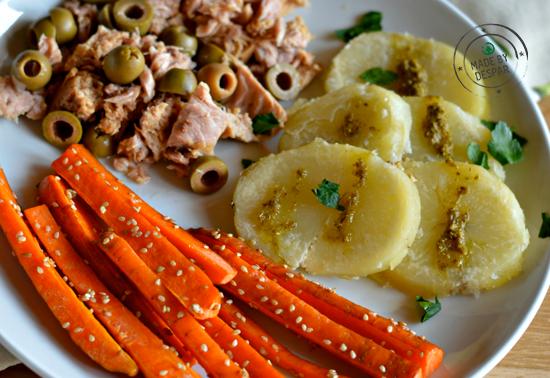 Tonno all'olio extra vergine di oliva con olive, carote brasate al sesamo e patate al pesto