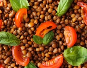 Insalata di lenticchie pomodorini e basilico