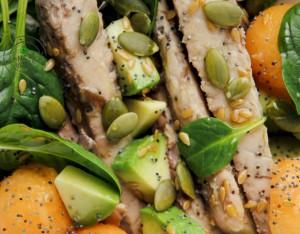 Sgombro con melone, avocado e semi oleosi