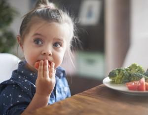 Come far mangiar verdura e frutta ai bambini