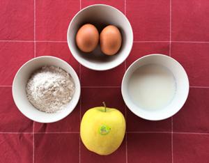 Ingredienti delle crepes con mele al forno