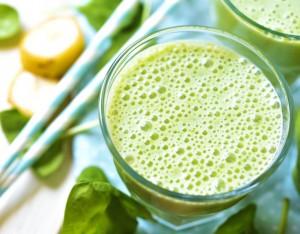 4 bevande con verdura e frutta di primavera
