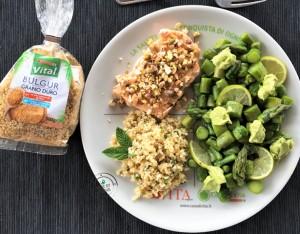 Piatto unico: asparagi con maionese veg, salmone e bulgur alla menta