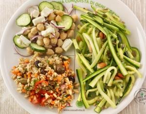 Piatto unico: zucchine, insalata di ceci, farro con verdure