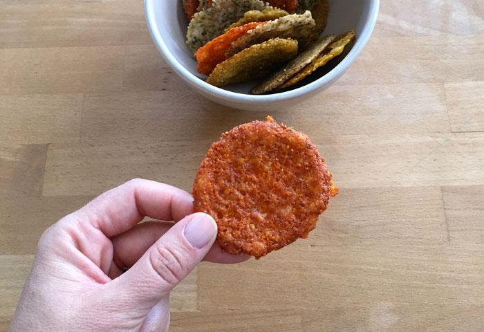 In cucina con la redazione: come preparare le finte chips al formaggio