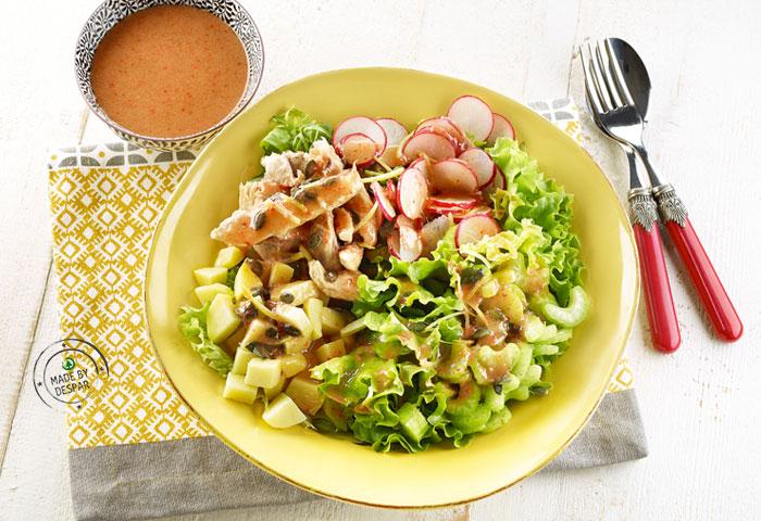 Insalata unica con sgombro, patate e dressing alle fragole e zenzero