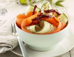 Tagliatelle di carota, barbabietola e cetriolo con olio al cumino