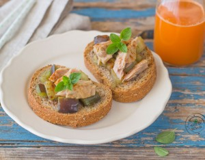 Bruschette con tonno e melanzane
