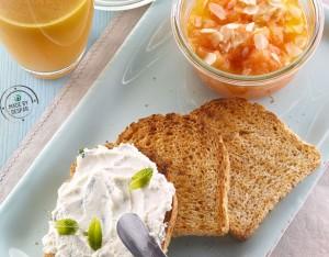 Composta di melone con pane integrale e ricotta alla menta