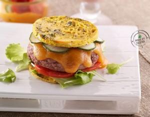 Hamburger di manzo in frittata con crema di carote piccante