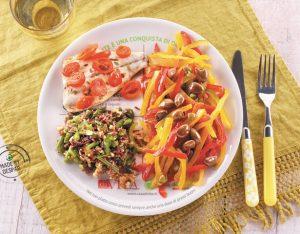 Piatto unico con peperoni marinati, orata al cartoccio, riso rosso con pesto di fagiolini