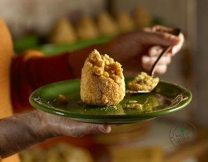 Arancini di riso con ragù di pollo e mandorle