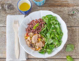 Insalata unica con valeriana, tonno e riso rosso