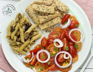 Piatto unico: pomodorini all'origano, tonno al pompelmo e maggiorana, pasta con finocchio e olive