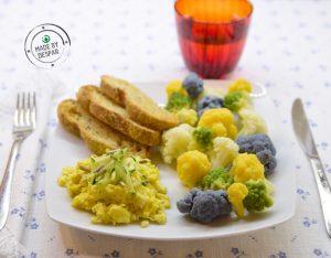 Brunch sano e sfizioso: rosette di cavolfiori, uova strapazzate e pane integrale