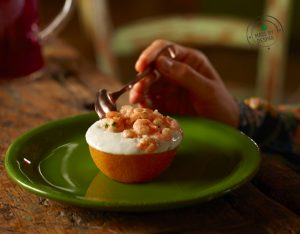 Arance ripiene di gamberetti e yogurt all'erba cipollina