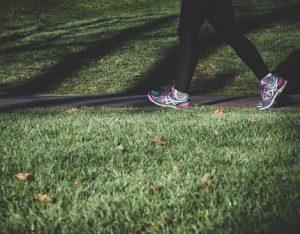 5 buoni motivi per praticare la camminata veloce