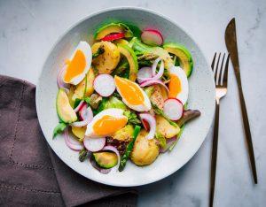 Insalata di patate novelle, uova e asparagi