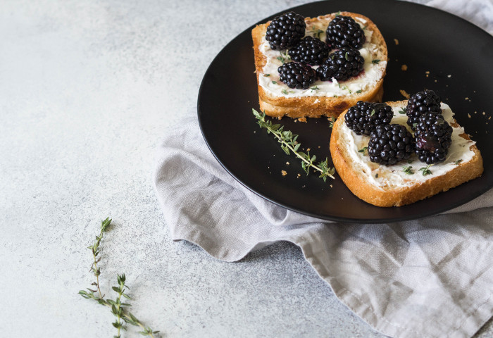 3 ricette facili (e non dolci) con i frutti di bosco
