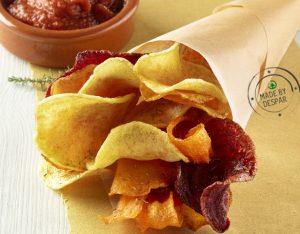 Chips al forno con ketchup leggero fatto in casa