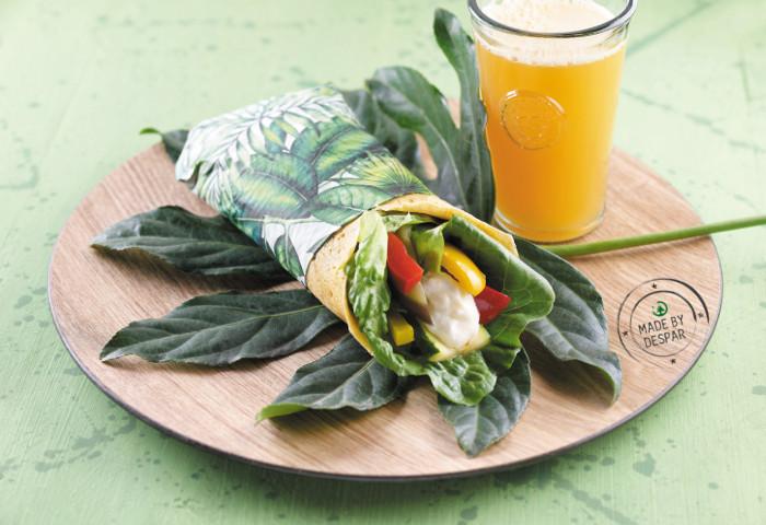 Wrap di ceci con stracchino, peperoni, melanzane, zucchine e lattuga