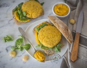 Panini con burger di lupini e crema di carote