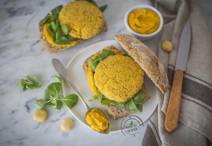 Panini con burger di lupini e crema di carote  6217a3a9cf4
