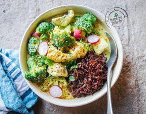 Curry di merluzzo e broccoli con riso rosso