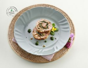 Arrosto di vitello con cuore di spinaci e salsa alle mandorle