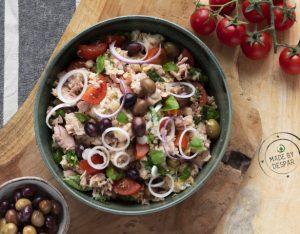 Panzanella con tonno, taggiasche, cipolla rossa e pomodorini