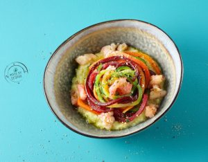 Spaghetti di verdure con ragù di crostacei e crema di patate al timo
