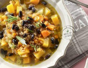 Zuppa di zucca, farro e fagioli neri