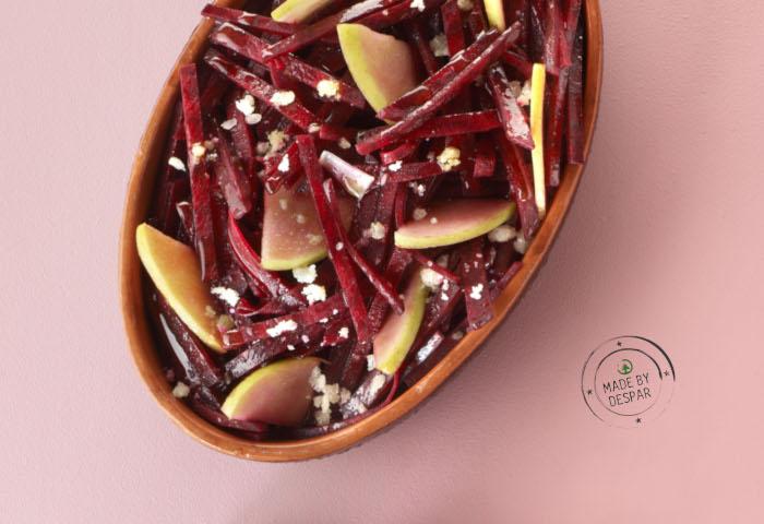 Insalata di rape rosse marinate con mele e Pecorino