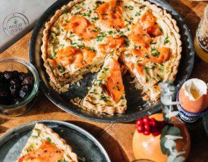 Torta salata con ricotta, porri e salmone